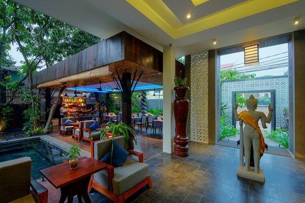 our-facilities/pool-barwaiting-aea.jpg