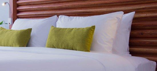 rooms-suites/deluxe-king.jpg