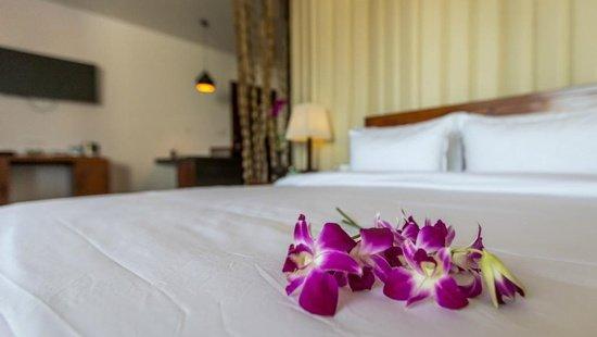 rooms-suites/honeymoon-suite.jpg